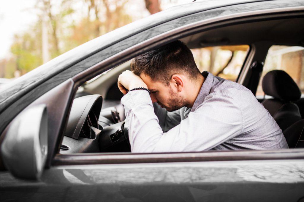 jak bezpiecznie holować samochód